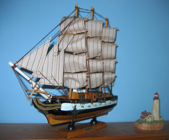 """Wooden Ship Model USS CONSTITUTION 1797 w/brass cannons 13"""" Long Fully Assembled"""