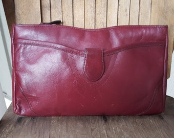 CONTESSA    ///     Wine Leather Clutch