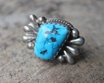 Bursting Turquoise RING / Vintage Southwest Size 8 Ring / Sterling Silver Jewelry