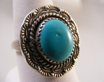 Vintage  Southwest Vivid Turquoise  Ring in Sterling Silver by  ..... Lot 4389