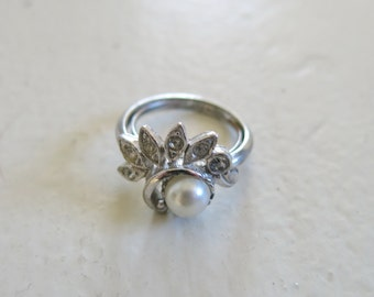 Vintage Avon ring with pearl