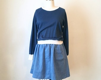 Vintage Women's Navy Blue Sweatshirt with white lining, Size Small