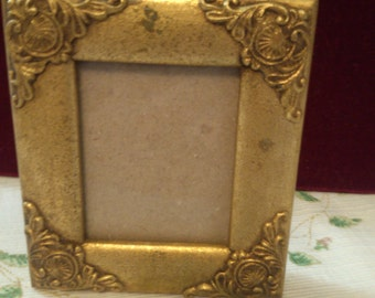 Small Gold Picture Frame can Sit Either Way