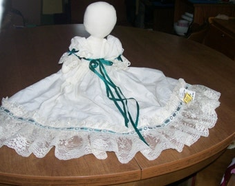 "Vintage 15"" PRAIRIE DOLL Off White Vintage Lace Attic Carriage Waldorf Sauder Village Bed Toy Soft"