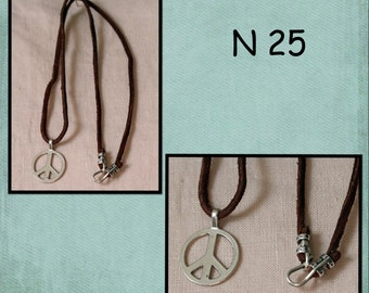 N25 - silver metal peace sign & suede lace necklace