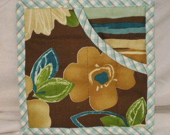 Quilted Potholders, Fabric Hot Pads, Insulated Pot Holders, Oven Mitts ~ Turquoise & Brown Florals