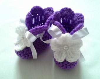 Crochet Baby Booties gift baby shower photo prop white satin ribbon white flower