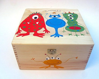 X Large Hand-Painted children's memory box, Keepsake box. Wooden box with monster / alien design. Free personalisation.