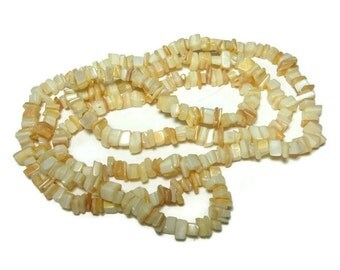 Mother of pearl beads, small shell chip, natural MOP shell, 36 inch strand, chips range from small to medium, average size of small