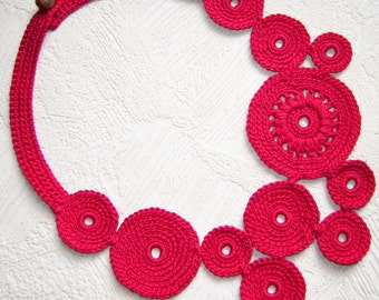 red circles crochet necklace