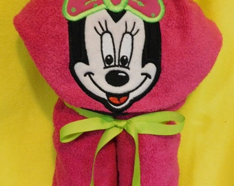 Infant Mouse Hooded Towel with 2 Burp Cloths and 2 Washcloths - Free Personalization