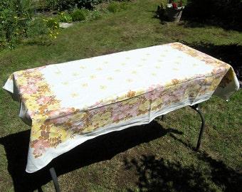 Retro 1960s 1970s Floral Tablecloth, Vintage Rectangular Tablecloth Autumn Flowers, Mid Century Cotton Tablecloth, Table Linens