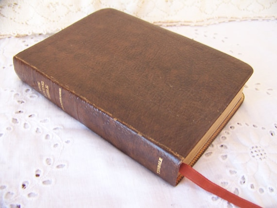 1973 The Living Bible Burgundy Imitation Leather Red Letter Edition