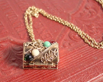 Avon Queens Ransom Pill Box / Charm Necklace Treasure Chest - Vintage 1974