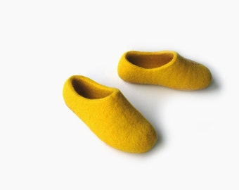 Gift for girls babies Yellow girls slippers Kids shoes Kids wool slippers Felted wool clogs Spring baby slippers Gift for girls