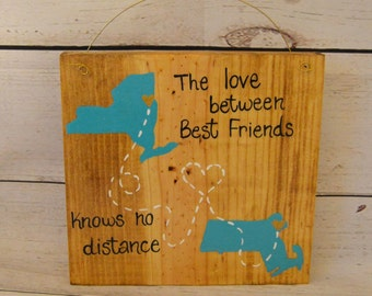 Best Friend Gift - Wood Sign - The Love between Best friends knows no Distance - Any Colors - Long Distance States City - College Dorm