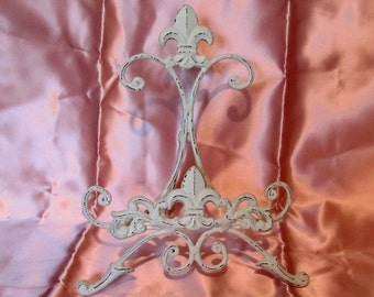 """White Painted PICTURE or Plate EASEL with Shabby Chic Patina~Fleur-de-Lis Detail~Metal~10.5"""" Tall~9"""" Wide~Cottage"""