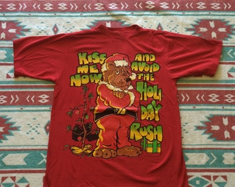 Vintage Kiss Me Now and Avoid the Holiday Rush Christmas T-Shirt