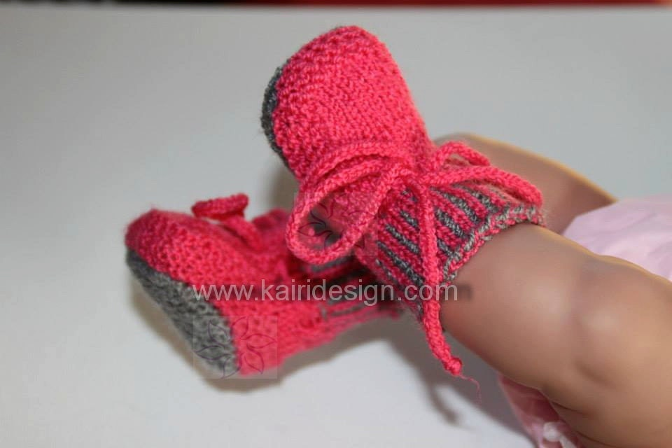 Knitting pattern of Baby doll booties
