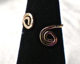 Size 4 Gold Swirl Ring