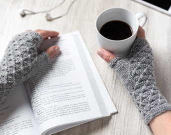 PDF KNITTING PATTERN - Mia Fingerless Gloves - Accessory