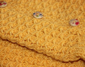 Yellow hand knit socks with wood buttons. Women'size medium, shoe size US 7 - 8 EUR 39 - 40. Handmade, hand knit.