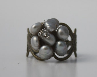 Ring of delicate hearts and pearls