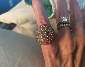 VINTAGE Rootbeer/Apricot LUCITE RING w/Sparkly Rhinestones Sz 6 1/2