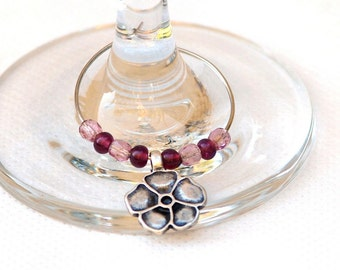 Violet floral wine charm, Set of 6 elegant wine charms with flower charms and beads, Holiday gift, Hostess gift (11008)