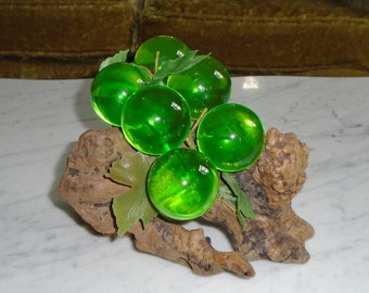 Vintage Lucite Grapes ~ Green ~ 6 Grapes Driftwood Bunch - 2 inch grapes