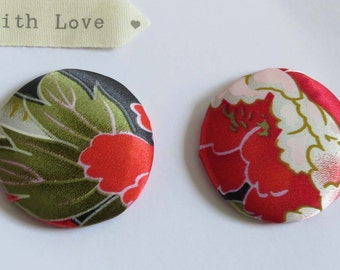 2 Hand covered buttons in 'japanese' silk 45 mm