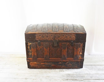 Antique Camel Back Trunk, Steamer Trunk, Shipping Chest, Humpback Trunk, Bow Top Shipping Luggage, Steamer Trunk, Bow Top Chest