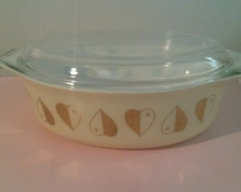 Pyrex gold heart casserole dish with lid