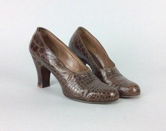 SALE /// 50s Alligator Heels / 1950s Vintage Brown Leather Pin Up Vintage Pumps / Size 7