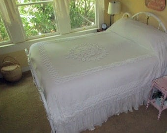 Chic Vintage Cabin Craft White On White Cameo Roses Lattice Chenille Bedspread