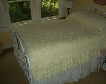 Chic Vintage Chenille Skirted Bedspread Yellow Frothy Confection Scalloped Overlay Popcorn Daisies