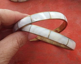 vintage brass and mother of pearl bangles, textured bangles, boho bangles, hippie bangles, vintage jewelry, bridesmaid gift (68/syr3)