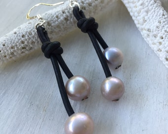 Leather pearl earrings, leather and pearls, freshwater pearls, pearls, pearl on leather, pearl earrings, leather earrings