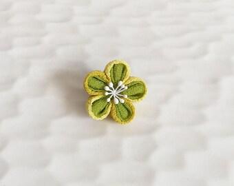 Lapel pin Plum flower LP015