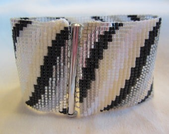 Friendship bracelet WAVE (vilnis) size SMALL to EXTRA small 6 3/8 inches
