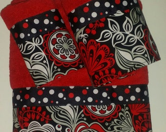 Black and White with Red Floral Polka Dot Bath Towel Set
