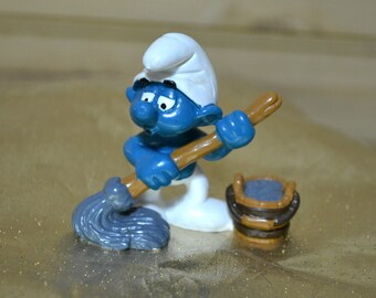 Vintage Mop and Pail Smurf Mopping 1984  Schleich Peyo Hong Kong 20193 1980s Kids Toy Collectible