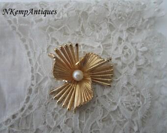 Grosse brooch real pearl