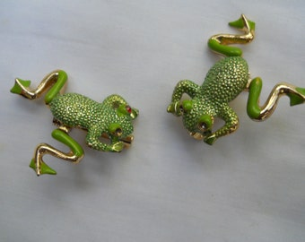 Adorable pr. of green frog pins with gold colored highlights-legs swing from side to side-cute frog scatter pins
