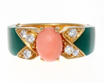 Van Cleef & Arpels Coral Chrysophrase Diamond Gold Ring