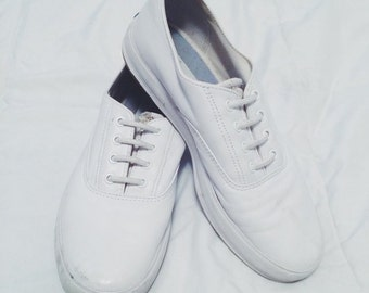VINTAGE WHITE KEDS - slip ons, laces are not active