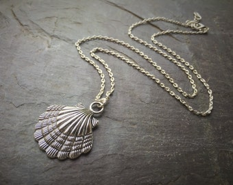 Simple Silver Chain Necklace With Scallop Shell Pendant