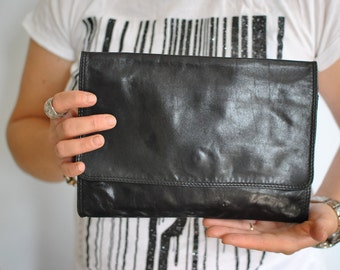 Vintage LEATHER CLUTCH .....(427)