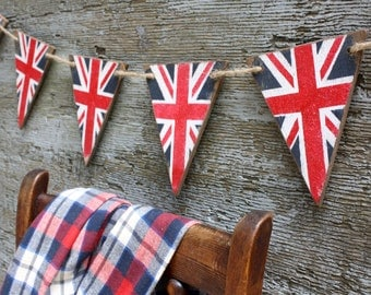 Union Jack Banner UK Flag British Pennant Rustic Wood Bunting Tags Signs Red White Blue