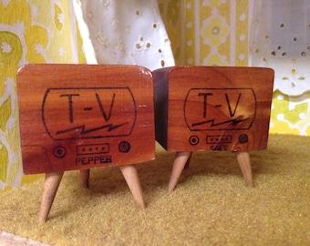 Vintage Kentucky Keepsake Retro TV Woodblock Salt and Pepper Shakers